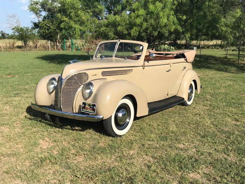1938 Ford 81A Deluxe Convertible Sedan