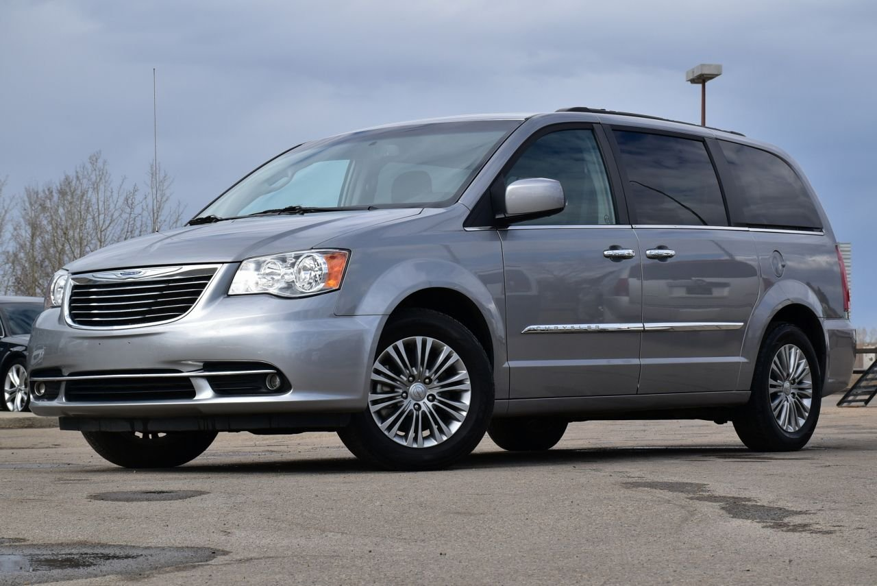 2016 chrysler town country touring fully loaded