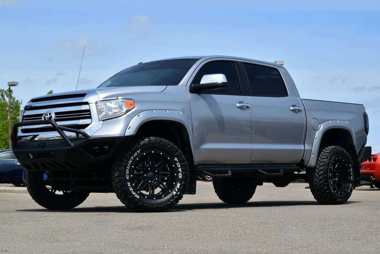 2017 toyota tundra sr5 crewmax with tons of extras