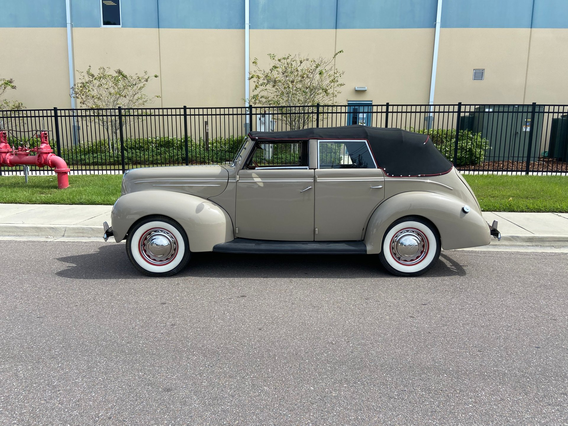 1939 ford deluxe convertible coup