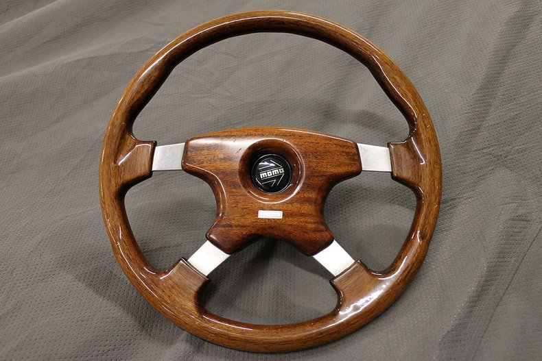 Wood momo steering wheel with hub