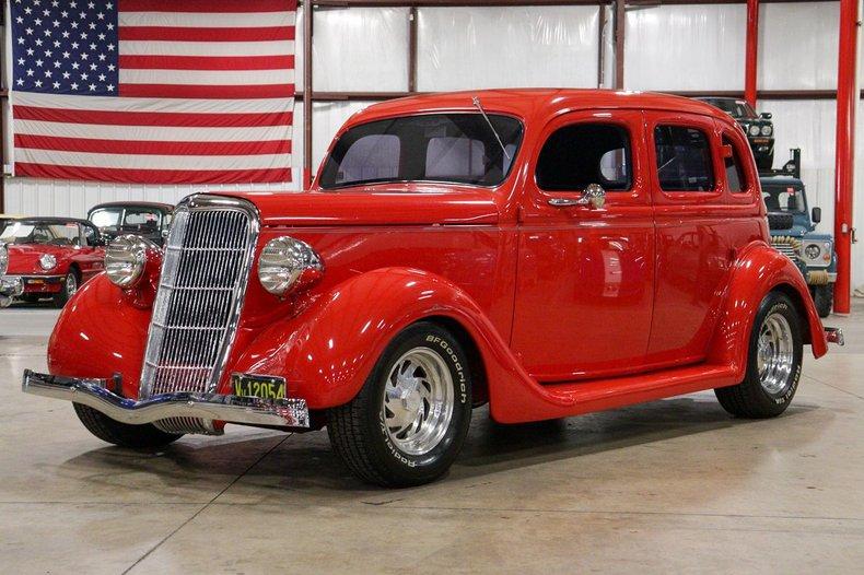 1935 ford sedan fordor