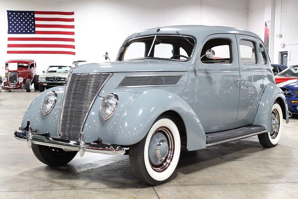 1937 ford deluxe sedan