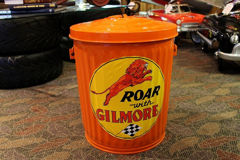 Gilmore garbage can