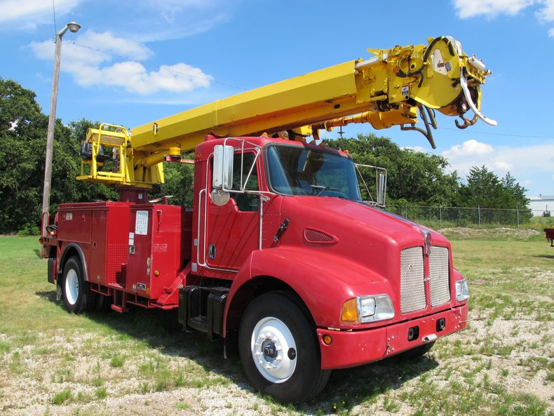 2005 Kenworth T300 Utility Digger