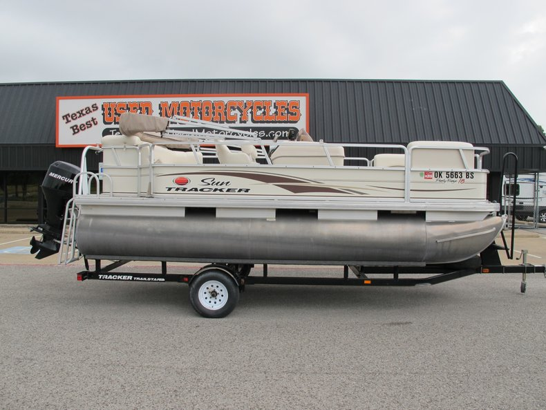 2006 Sun Tracker 18 Party barge