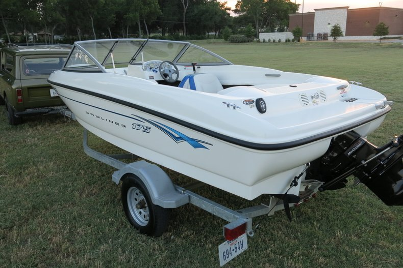 Bayliner Vehicle
