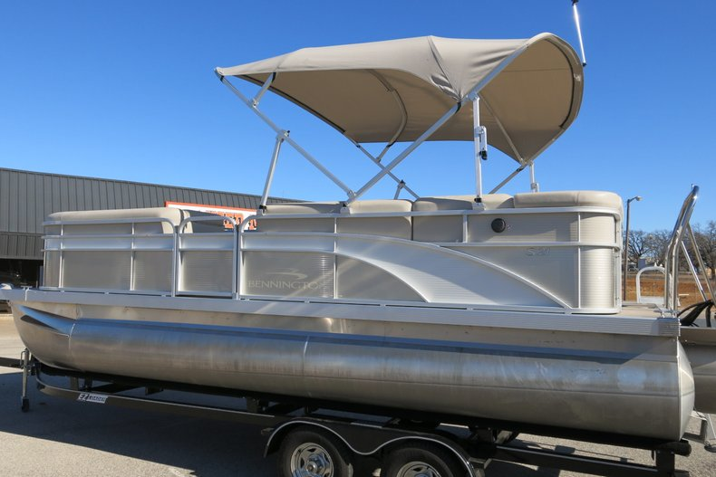 Bennington Triple pontoon Vehicle