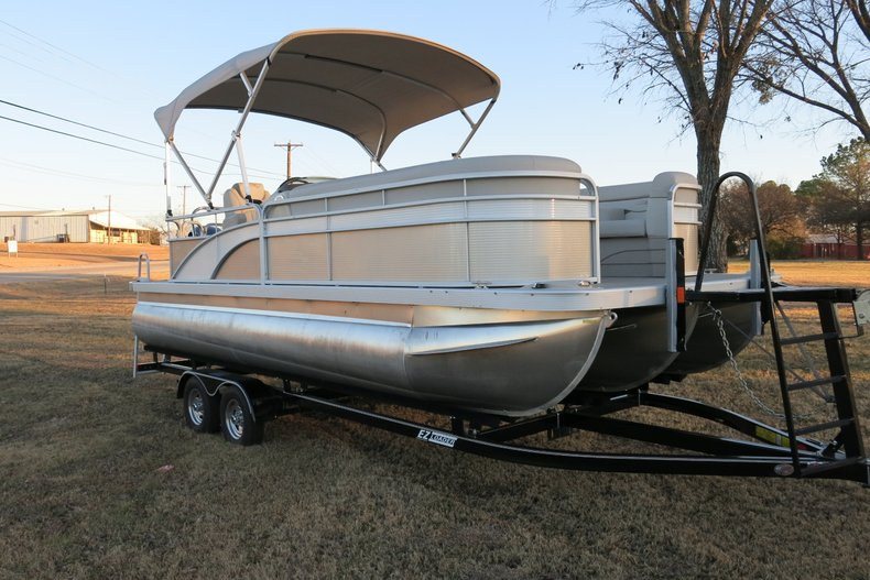 2017 Bennington Triple pontoon 21 SL