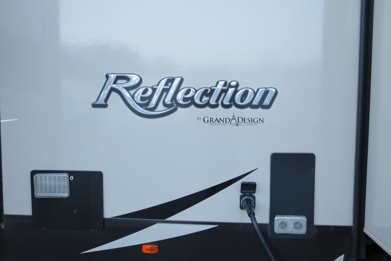 Grand Designs reflection Vehicle