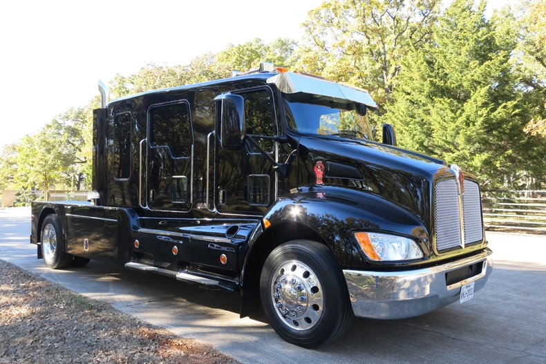 2018 Kenworth T270 Schwalbe Stretch cab