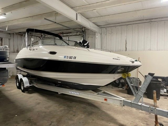 2006 Regal 2450 Cruiser Cuddy