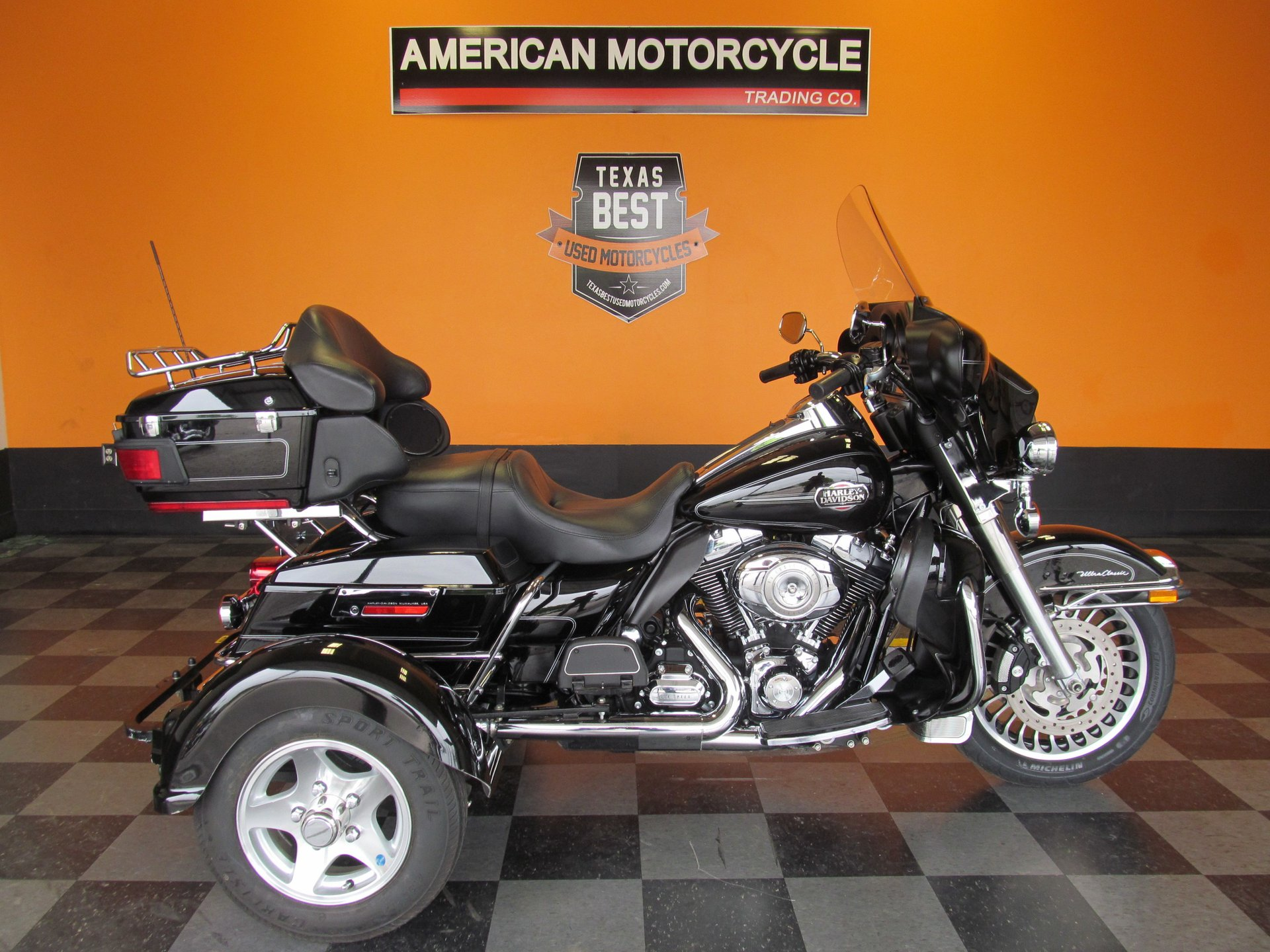 2011 harley davidson ultra classic flhtcu with removable outrigger trike kit