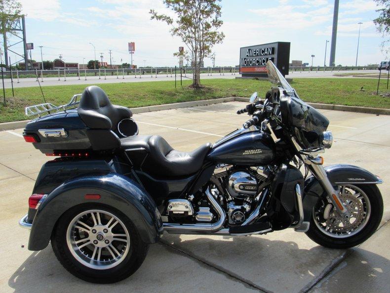 2016 Harley Davidson Tri Glide Ultra Review: 2016 Harley-Davidson Tri-GlideAmerican Motorcycle Trading