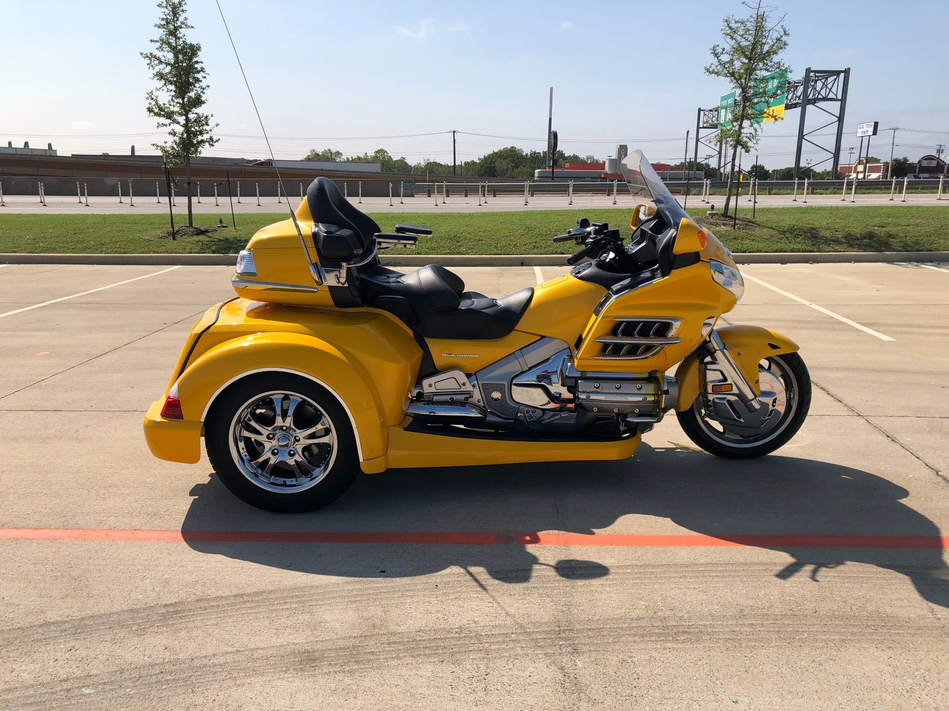 2010 honda gold wing trike gl1800hpma with roadmaster conversion