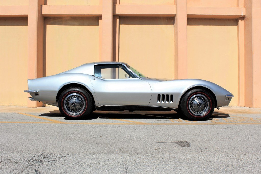 1968 chevrolet corvette stingray t top