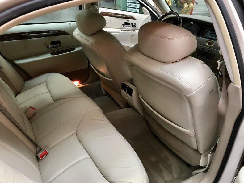For Sale 2002 Lincoln Town Car
