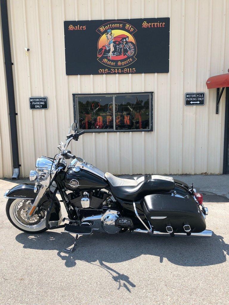 2009 Harley-Davidson FLHRC ROAD KING