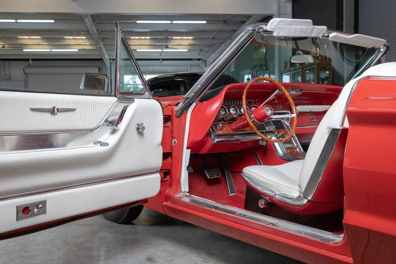 1964 Ford Thunderbird 26