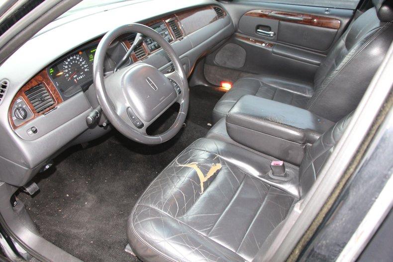 1999 Lincoln Continental 14