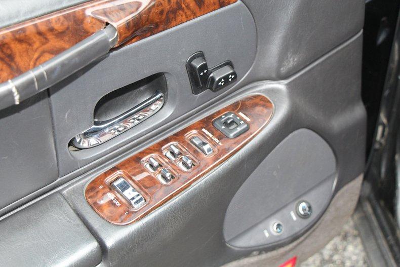 1999 Lincoln Continental 13