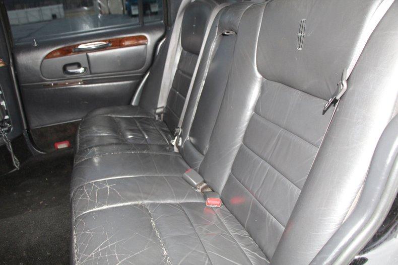1999 Lincoln Continental 26