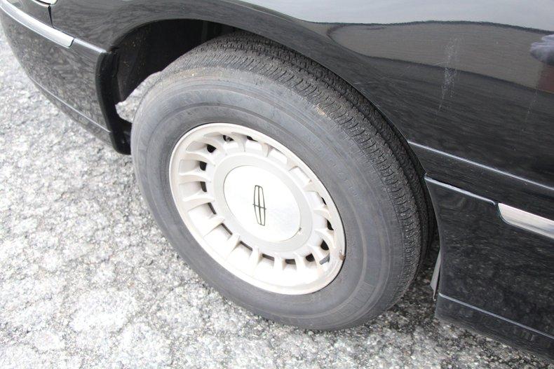 1999 Lincoln Continental 9