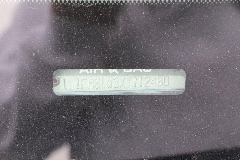 1999 Lincoln Continental 32