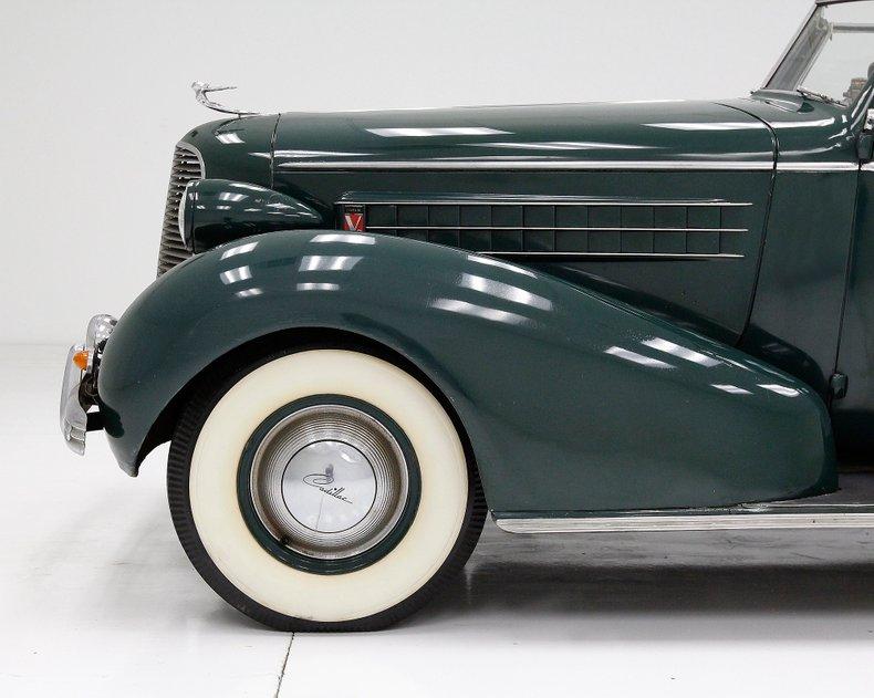 1936 Cadillac Fleetwood 15
