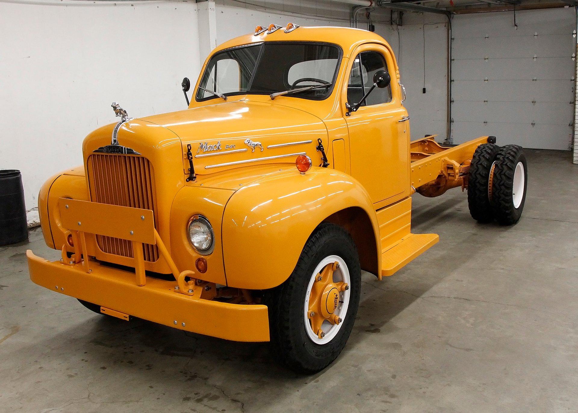 1957 Mack B-30 Truck