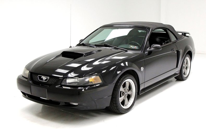 2004 Ford Mustang 1