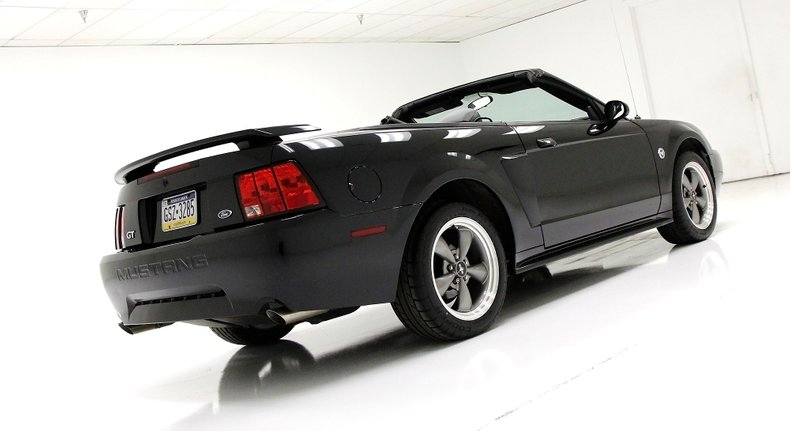 2004 Ford Mustang 12