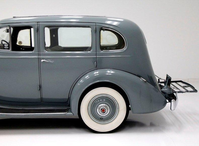 1935 Packard 1200 4
