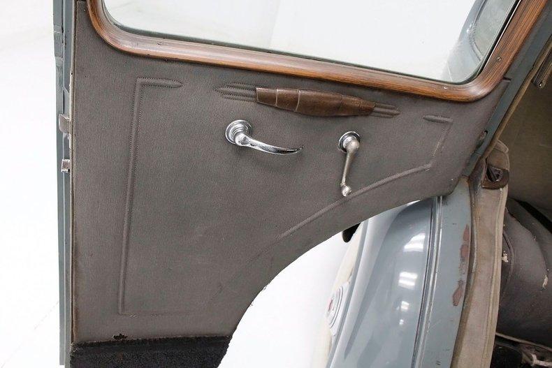 1935 Packard 1200 32