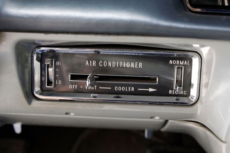 1960 Cadillac Coupe DeVille 37