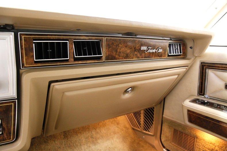 1978 Lincoln Continental Town Car 32