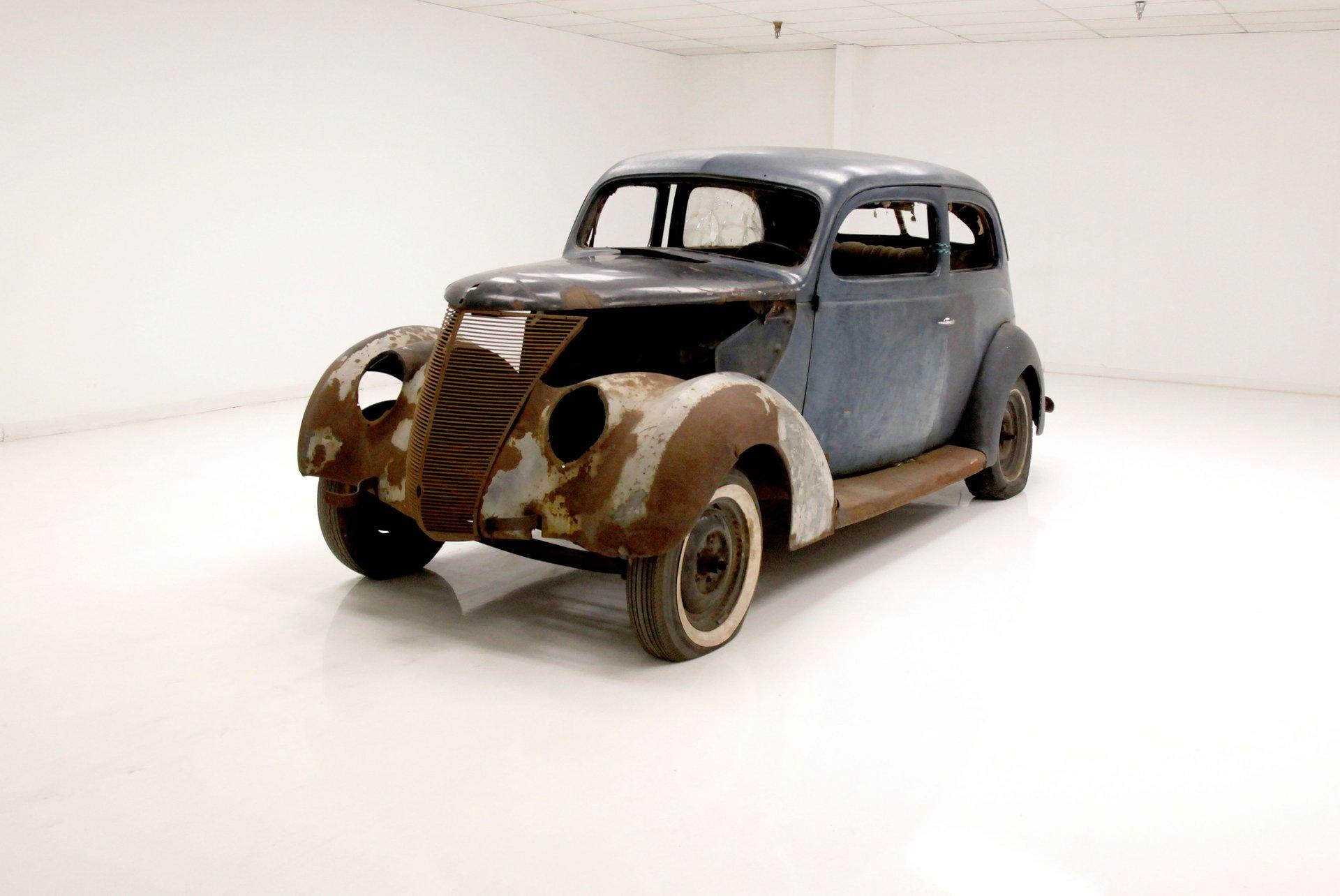 1937 Ford 2 Door Humpback Sedan