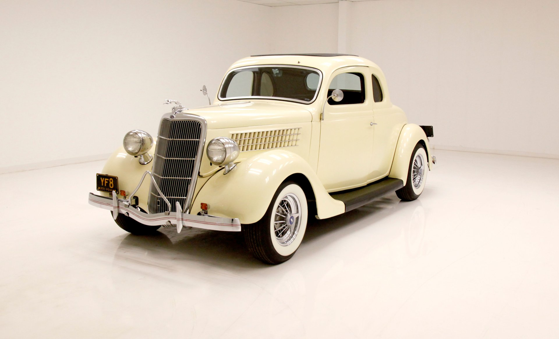 1935 Ford 48 5 Window Deluxe Coupe