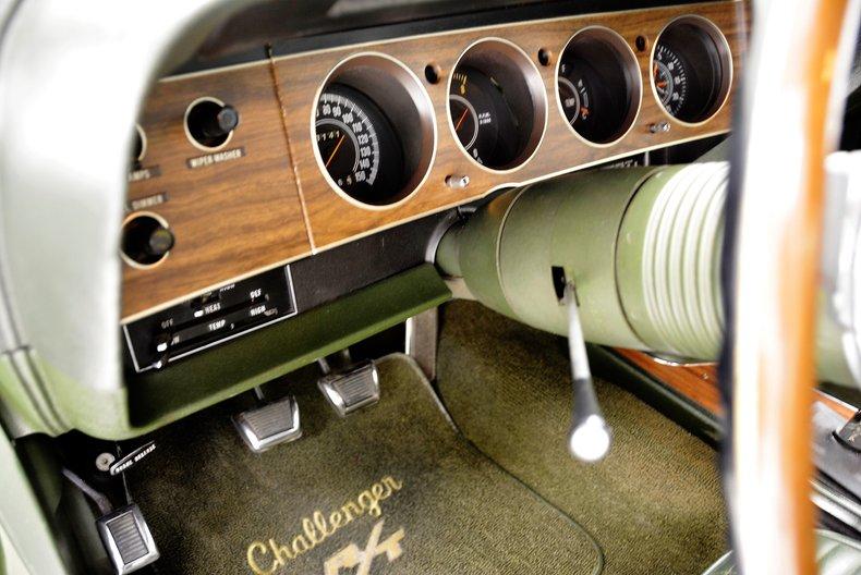 1970 Dodge Challenger 32