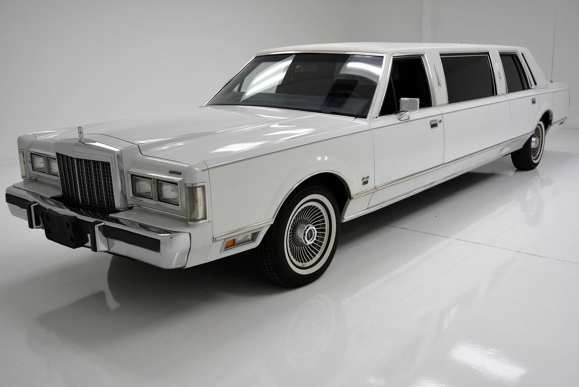 1985 Lincoln Town Car Classic Auto Mall
