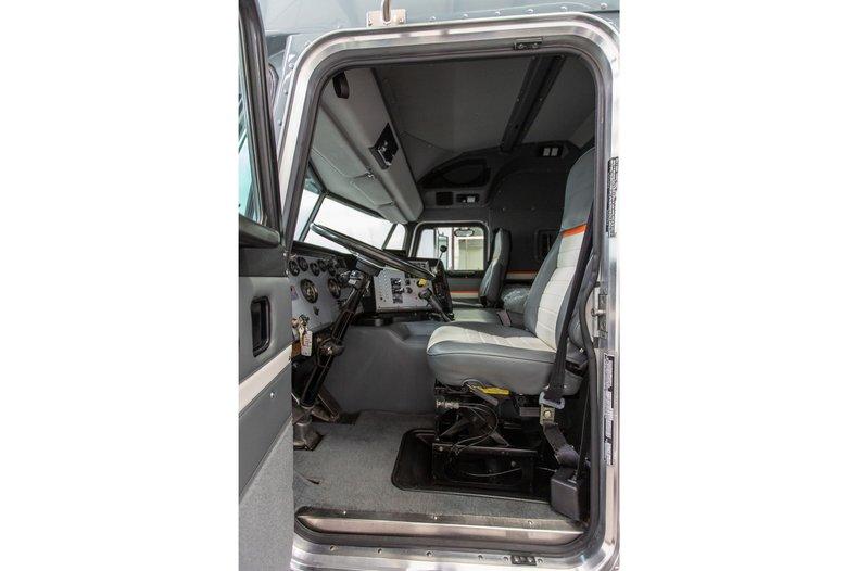 1992 Peterbilt 372 Transporter , BASALT BLAU, VIN 1XPDDR9X9ND606874, MILEAGE 845774