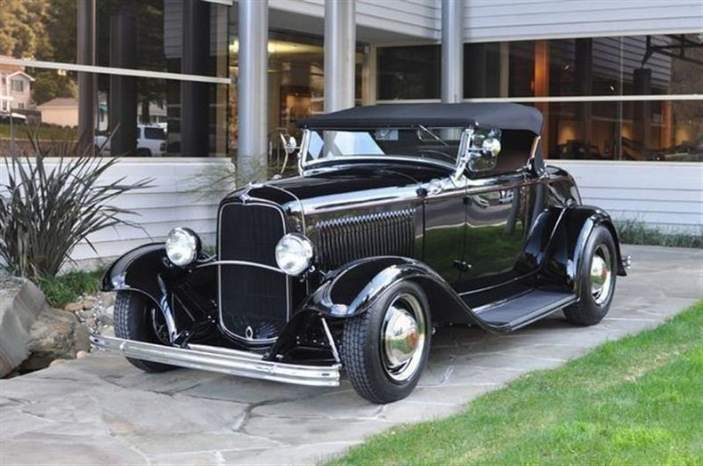 1932 Ford Deluxe Roadster Black_4150V