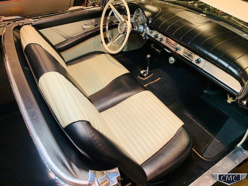 1957 Ford Thunderbird 32