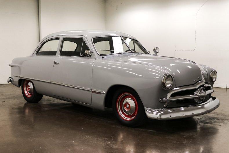 1949 Ford Sedan