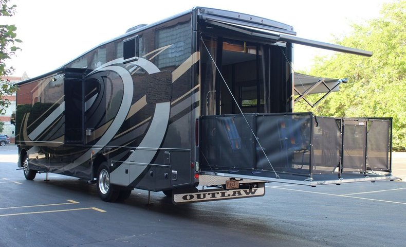 For Sale 2018 Thor Outlaw 37BG Motor Coach