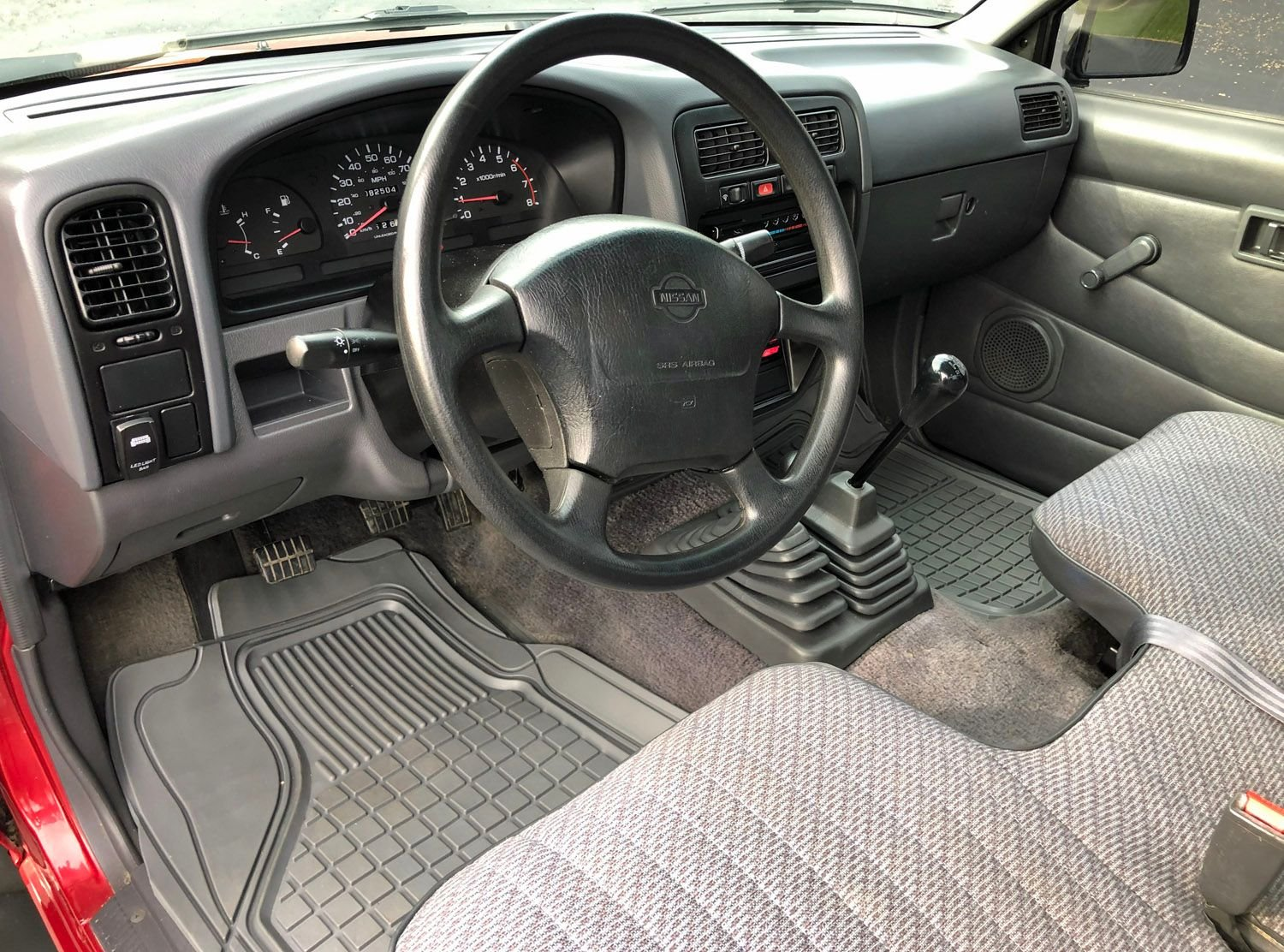 1997 Nissan XE Pick-up Truck