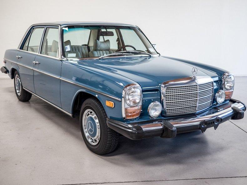 1975 Mercedes-Benz 240