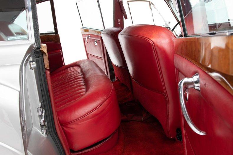 1966-rolls-royce-flying-spur.jpg