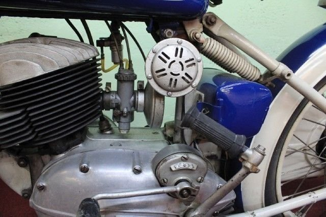 1952 VICTORIA AERO