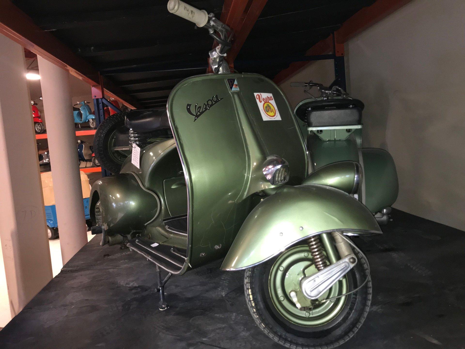 1952 vespa 125 fender light